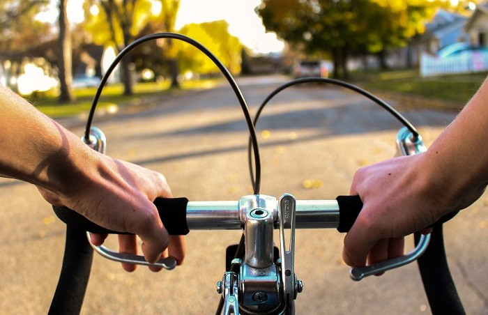 przeciążenia nadgarstków u kolarzy